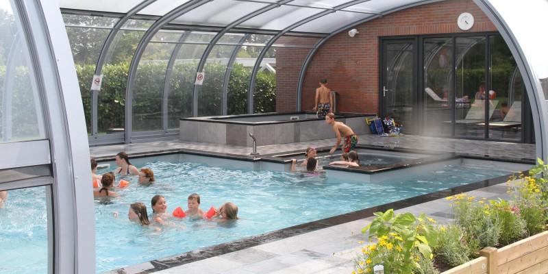 Vakantiepark de Luttenberg overdekte zwembad.JPG